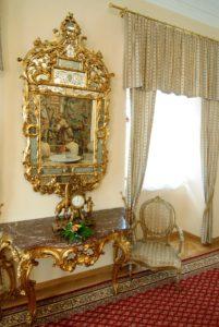 gobelinovy salon zrcadlo 201x300